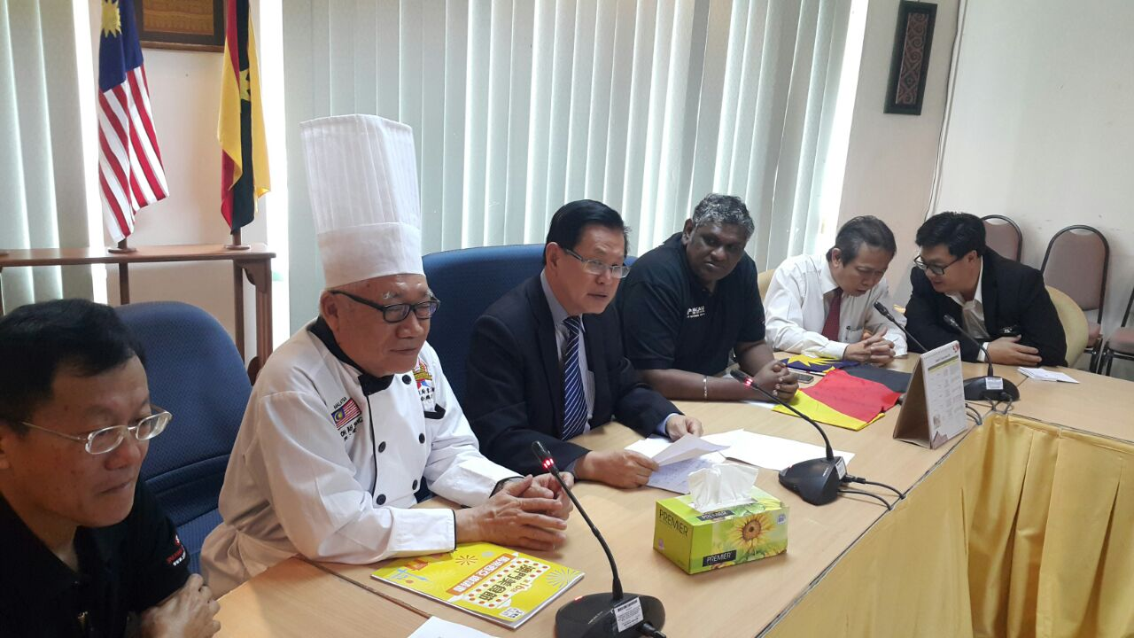 Photo shows Datuk Lee Kim Shin (third from left) during the press conference on 16th Macau Food Festival