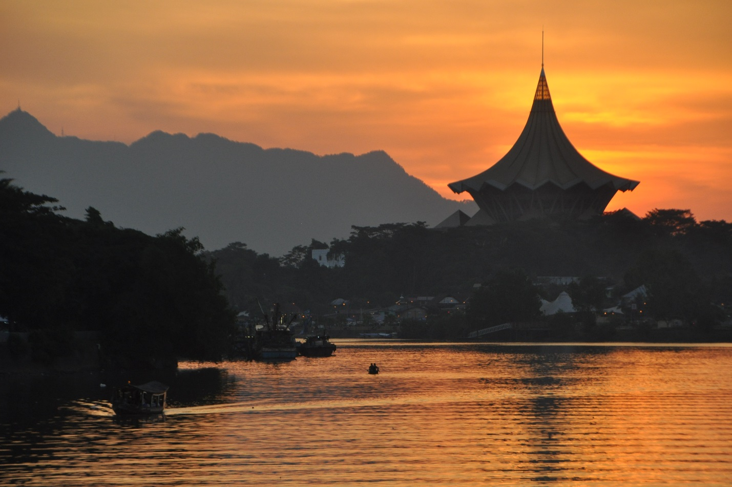 Photo shows sunset over the Kuching Waterfront.