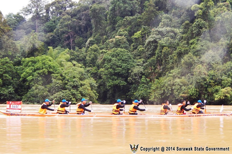 Image shows Baleh-Kapit Raft Safari participants. Photo credit: Sarawak State Government.
