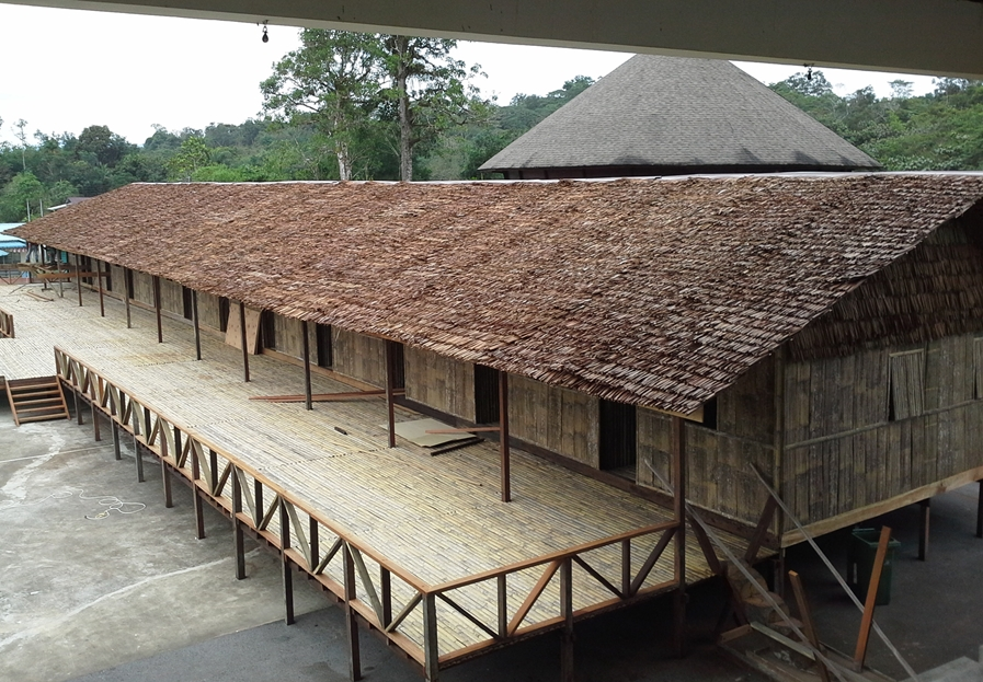 Image of the longhouse being built for the Gawai Carnivasl Redeeems 2016, retrieved from http://www.redeems.my/