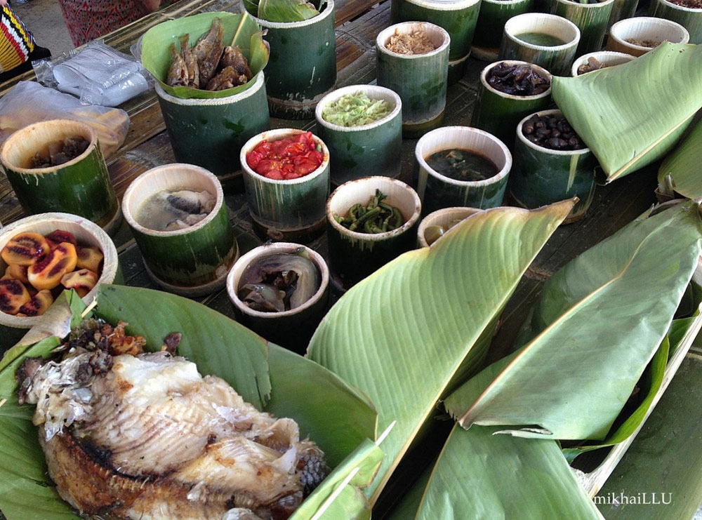Image shows traditional food displayed at the Nukenen. Photo retrieved from Sarawak Tourism Photo Library.