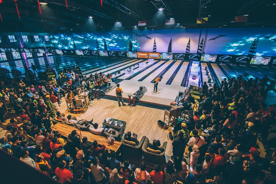 Crowds gather to watch the Sarawak International Open Tenpin Bowling Championship 2017. Image credit:  Sarawak International Open Tenpin Bowling Championship 2017 Facebook page.